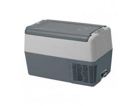 TB031NN700AE Nevera portátil de 30 litros, 12/24VCC - 115/230VCA - 45W. Concebido para ser instalado en pequeños espacios o bien para poder ser fácilmente transportado a cualquier parte gracias a su peso reducido y a la cómoda correa. Vista de perfil con